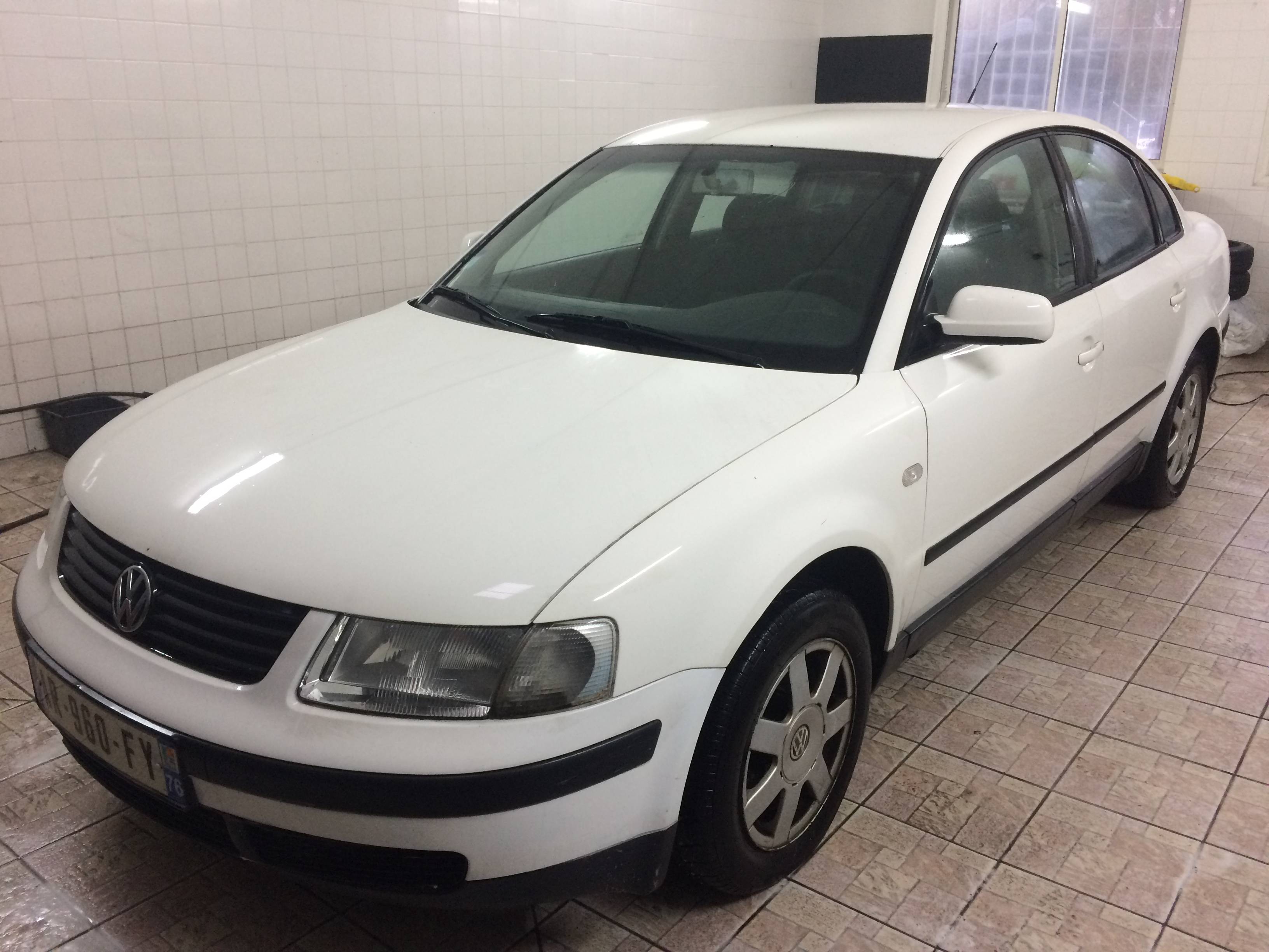 voiture volkswagen passat 1 9 tdi 115 confort occasion diesel 2000 358200 km 1990. Black Bedroom Furniture Sets. Home Design Ideas